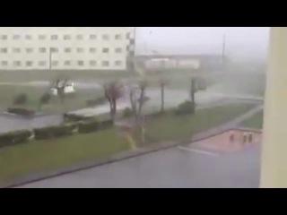 Машину унесло сильным ветром